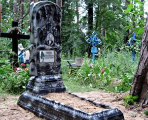 Памятники из искусственного гранита — основные особенности, типы и стоимость