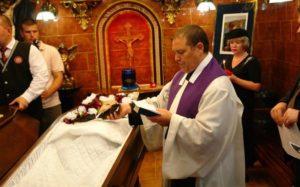 Католические обряды похорон: в церкви, в доме и на кладбище