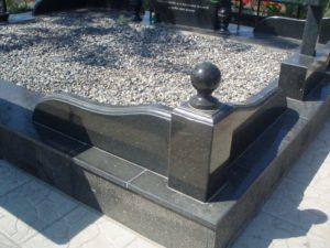 Оградки на могилу — уход, варианты и смысловое назначение