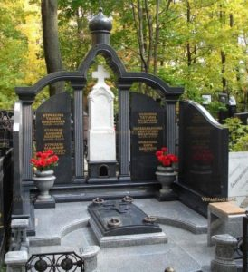 Семейные памятники из гранита на кладбище — как правильно выбрать?